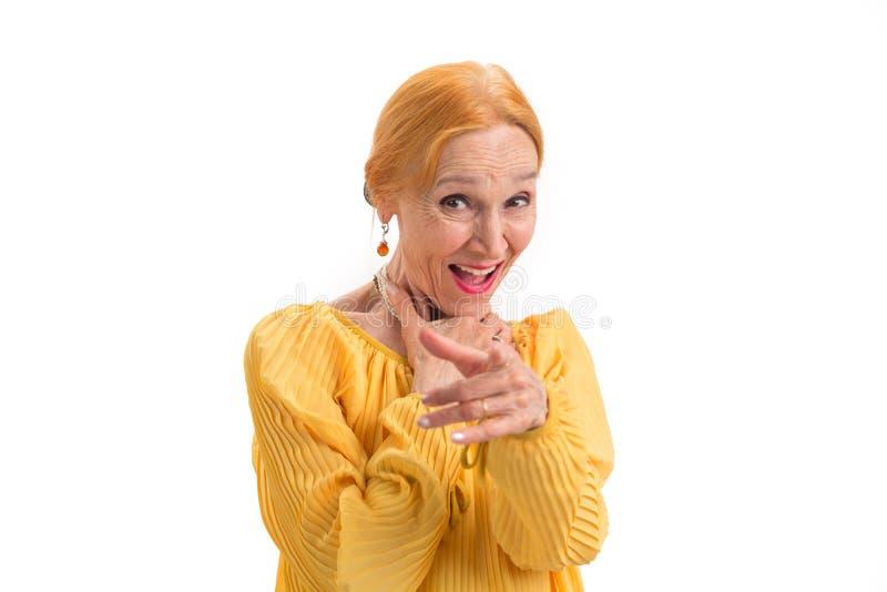 Mulher que ri e que aponta o dedo foto de stock royalty free