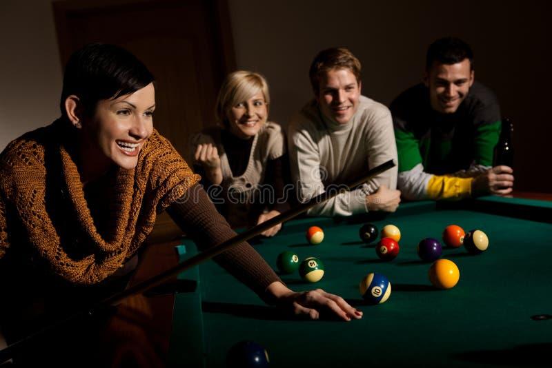 Download Mulher Que Ri Da Tabela De Snooker Imagem de Stock - Imagem de esferas, roupa: 29845573