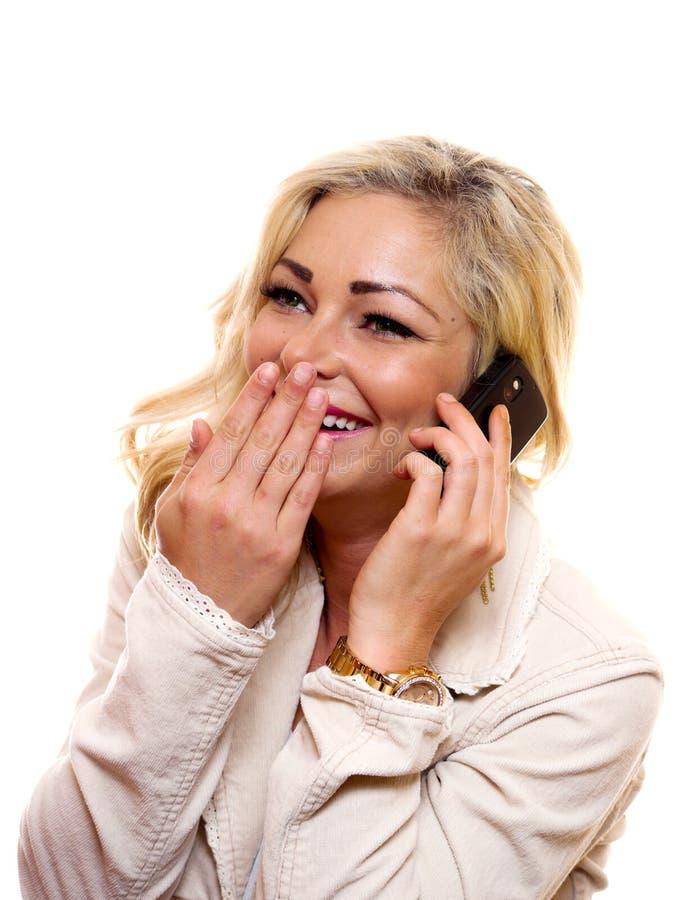 Mulher que ri no telefone imagem de stock
