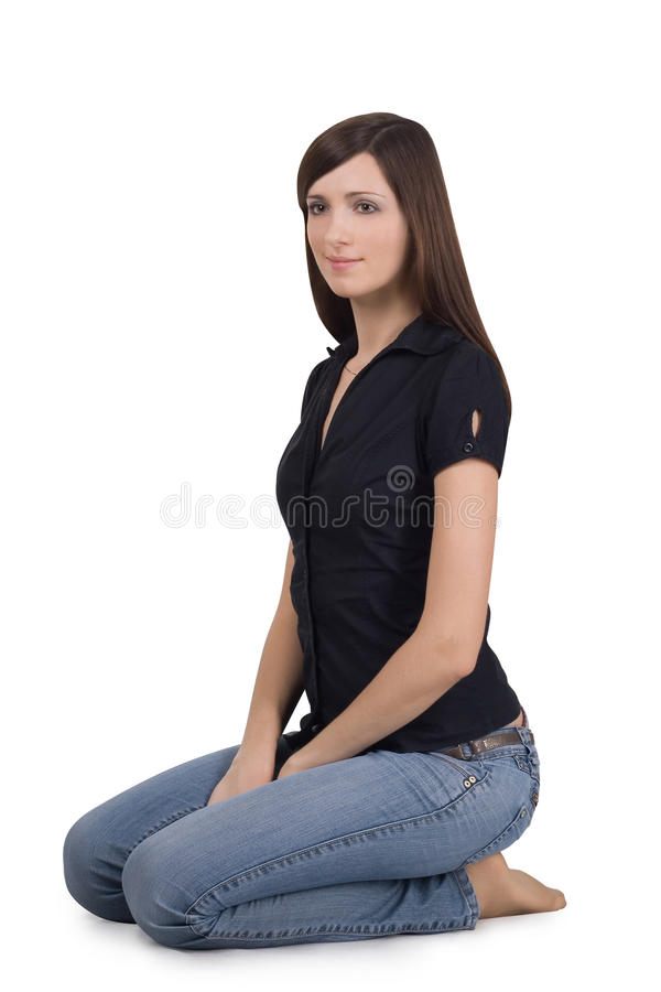Mulher que senta-se em seus joelhos fotografia de stock