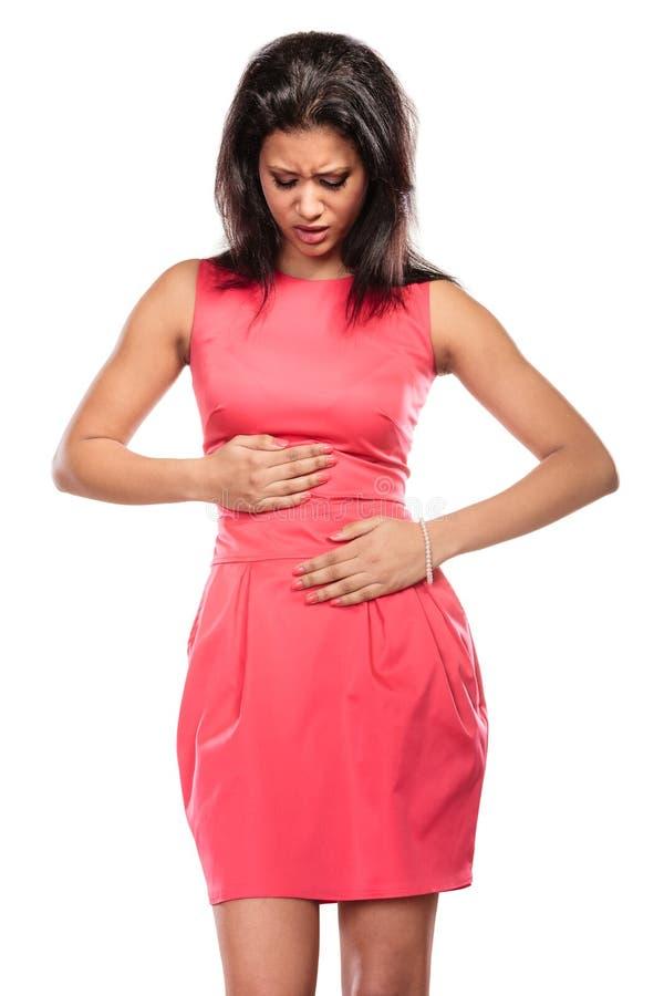 Mulher que sofre da dor abdominal da dor de estômago fotografia de stock