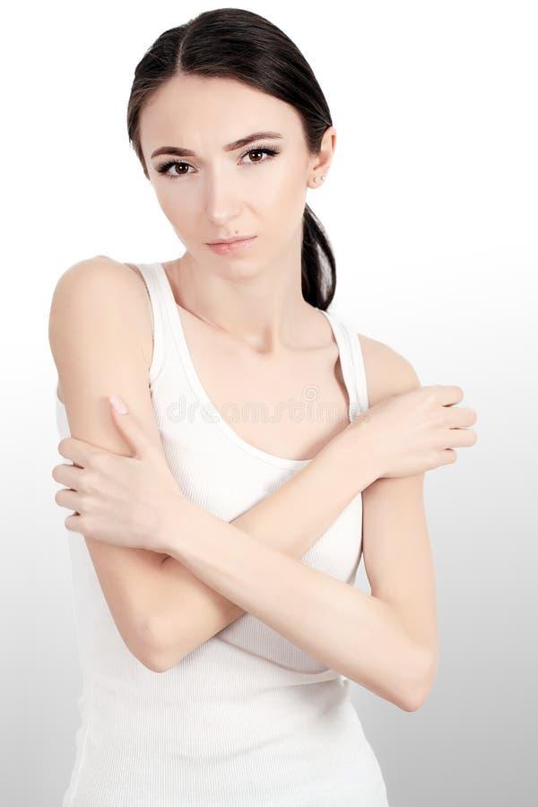 Mulher que sofre do reumatismo comum crônico foto de stock