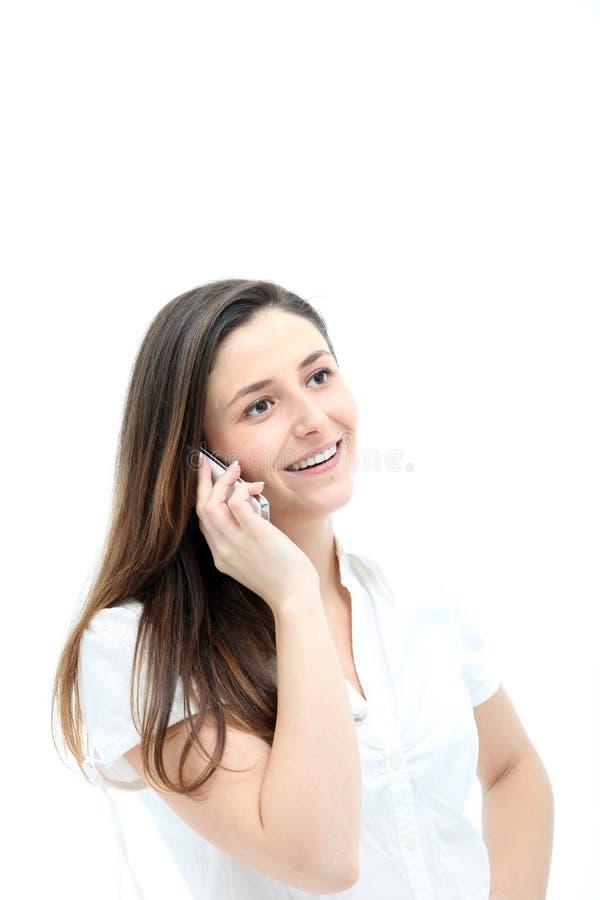 Mulher que sorri feliz no móbil imagem de stock royalty free