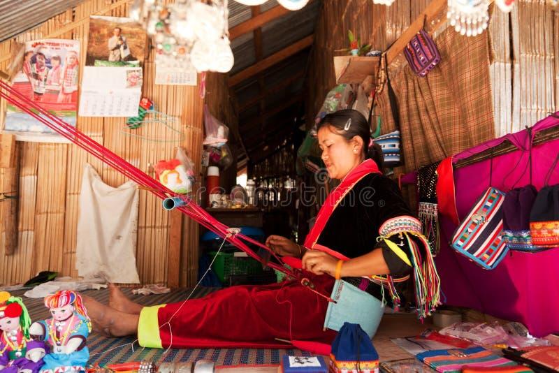 Mulher que tece, Tailândia fotos de stock