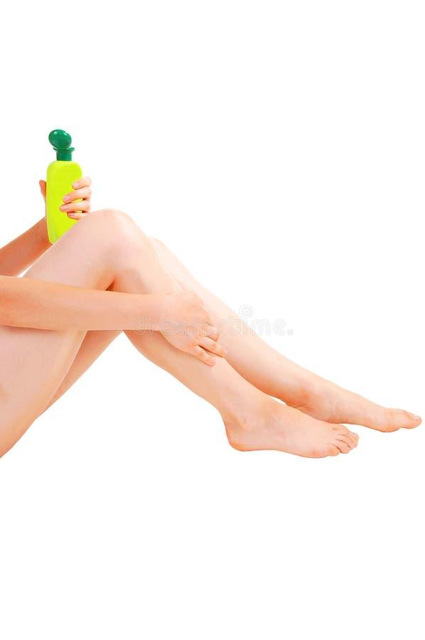 Mulher que toma de sua pele. fotografia de stock royalty free
