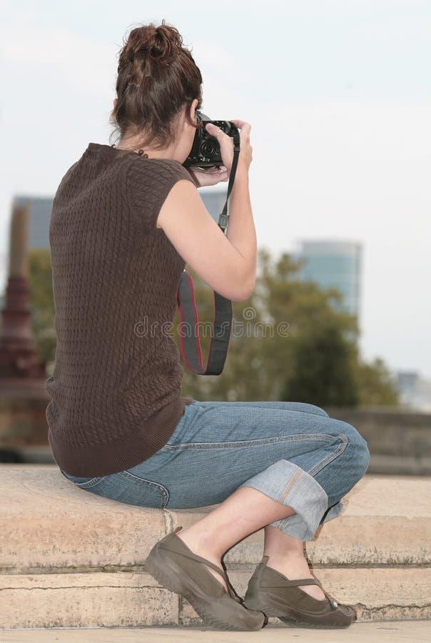 Mulher que toma fotos fotografia de stock