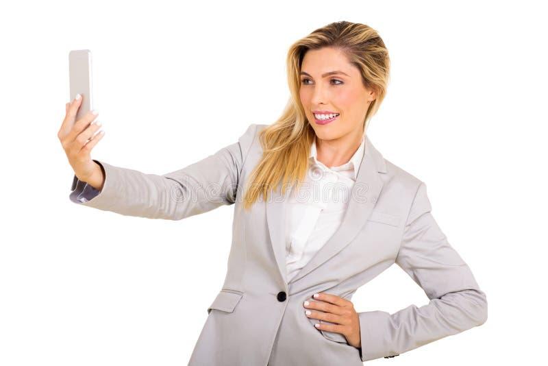 Mulher que toma um selfie fotografia de stock royalty free