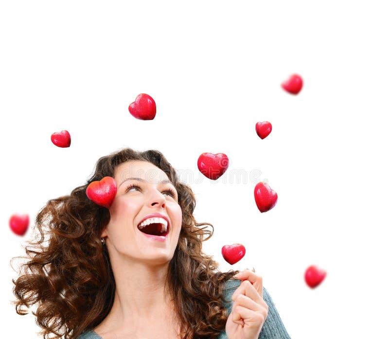 Mulher que trava Valentine Hearts imagens de stock