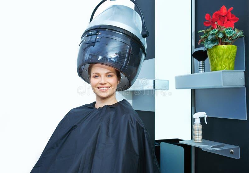 Mulher que usa o secador de cabelo fotos de stock royalty free