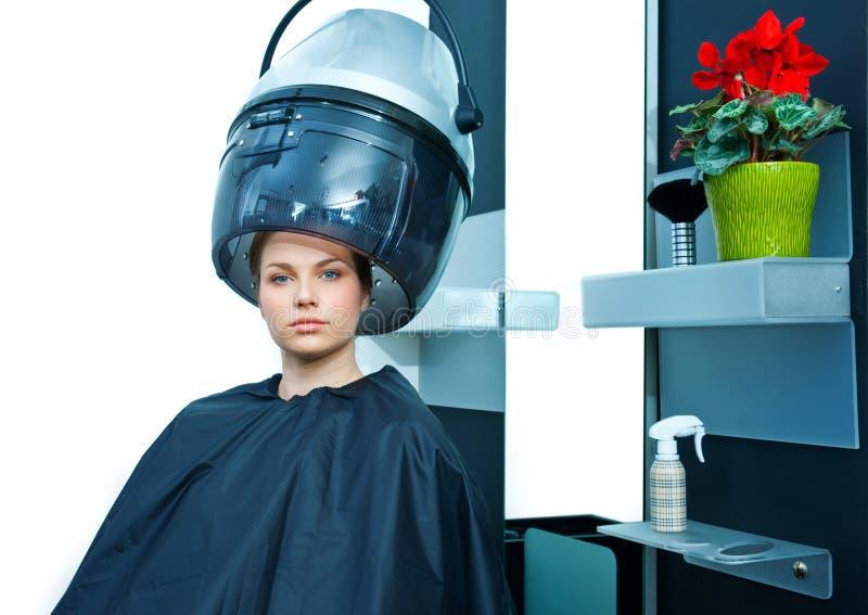 Mulher que usa o secador de cabelo imagens de stock