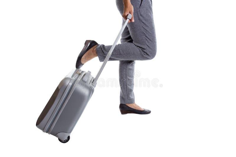 Mulher que vai em uma viagem de negócios e que leva seu saco fotos de stock
