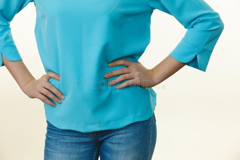 Mulher que veste o equipamento ocasional foto de stock royalty free