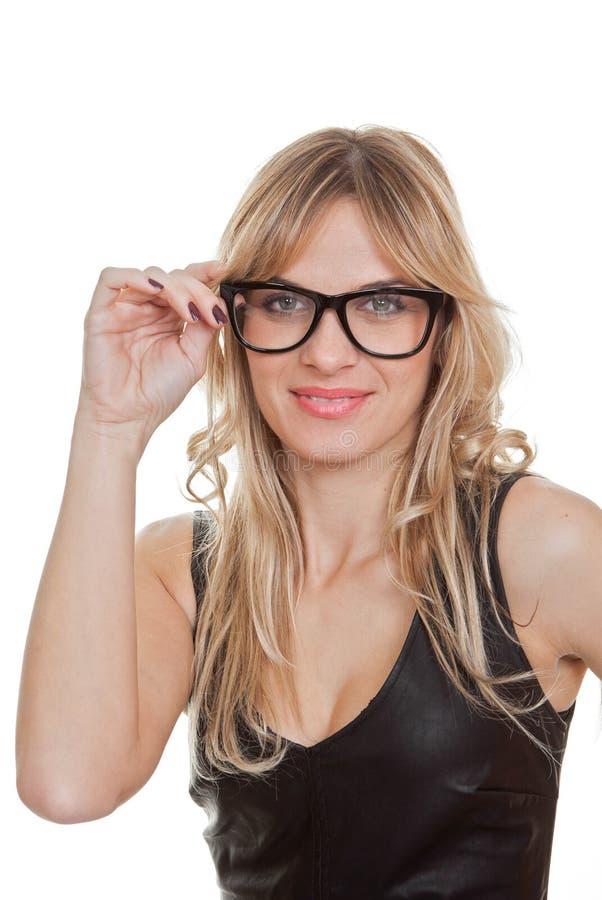 Mulher que veste vidros genéricos pretos foto de stock
