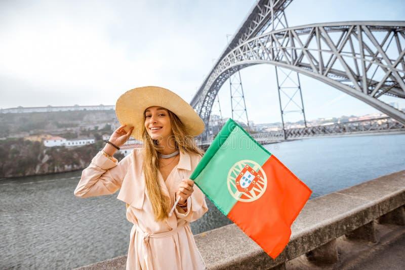 Mulher que viaja na cidade de Porto fotos de stock royalty free
