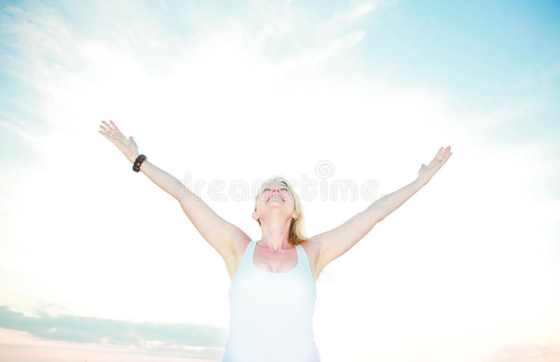 Mulher realizada foto de stock
