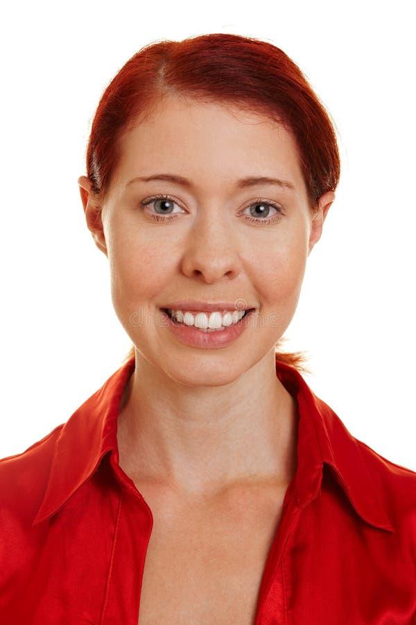 Mulher redhaired de sorriso feliz nova imagens de stock
