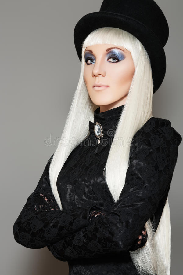 Mulher retro aristocrática no traje extravagante do carnaval imagens de stock
