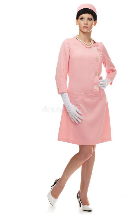 Mulher retro no vestido cor-de-rosa 60s foto de stock