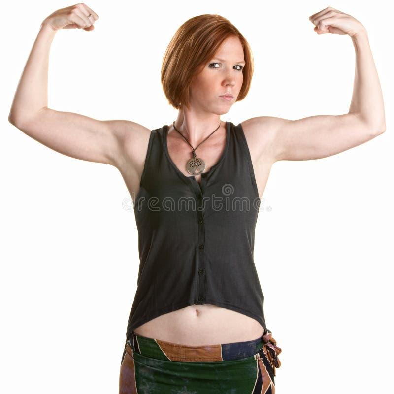 Mulher séria que flexiona os músculos imagem de stock