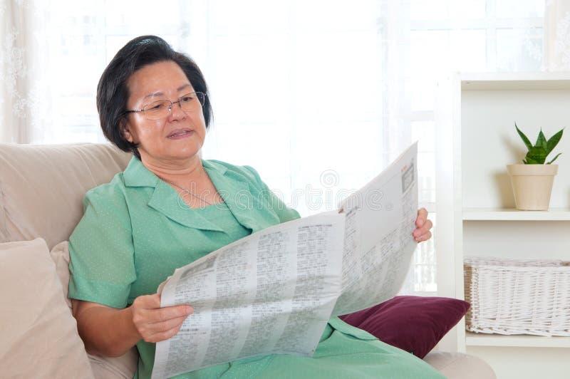Mulher sênior asiática fotografia de stock royalty free