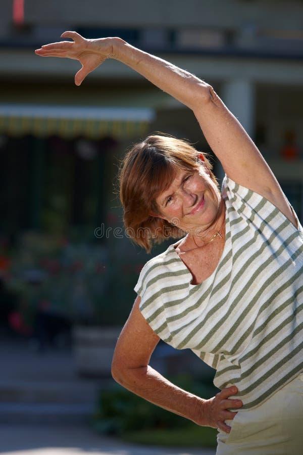 Mulher sênior ativa imagens de stock royalty free