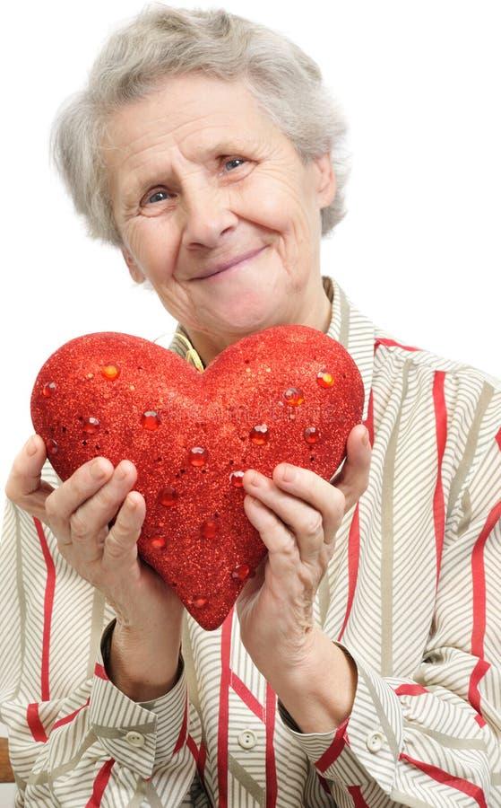 Mulher sênior com coração imagem de stock