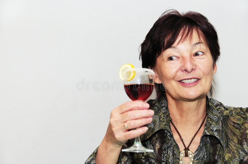 Mulher sênior com vidro do vinho fotografia de stock royalty free