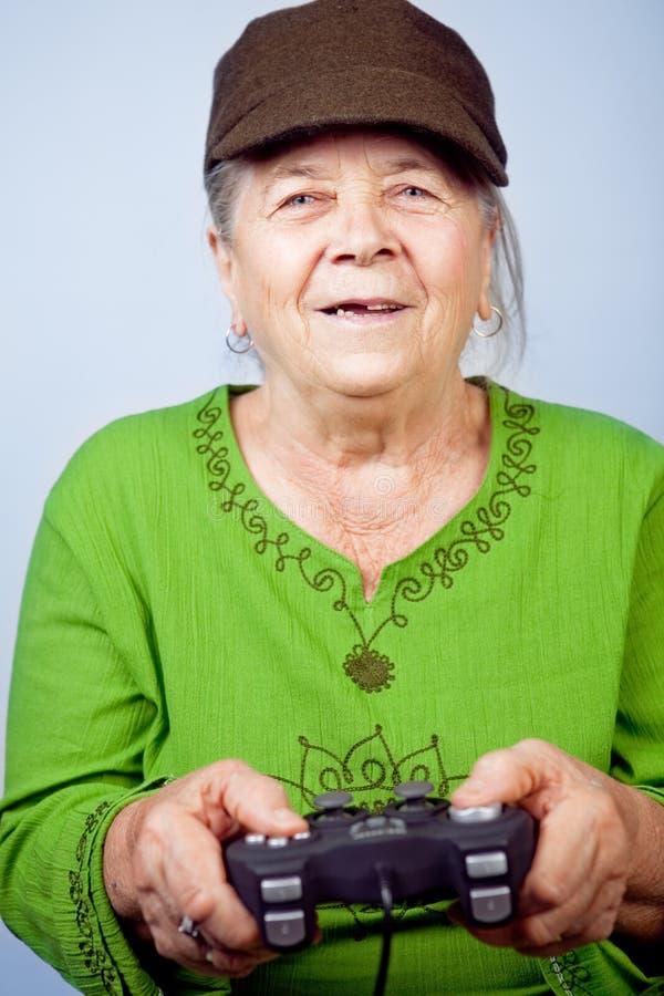 Mulher Sênior Feliz Que Joga Os Jogos Video Imagens de Stock