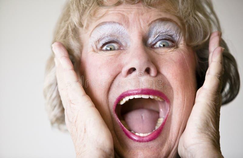 Mulher sênior gritando imagem de stock