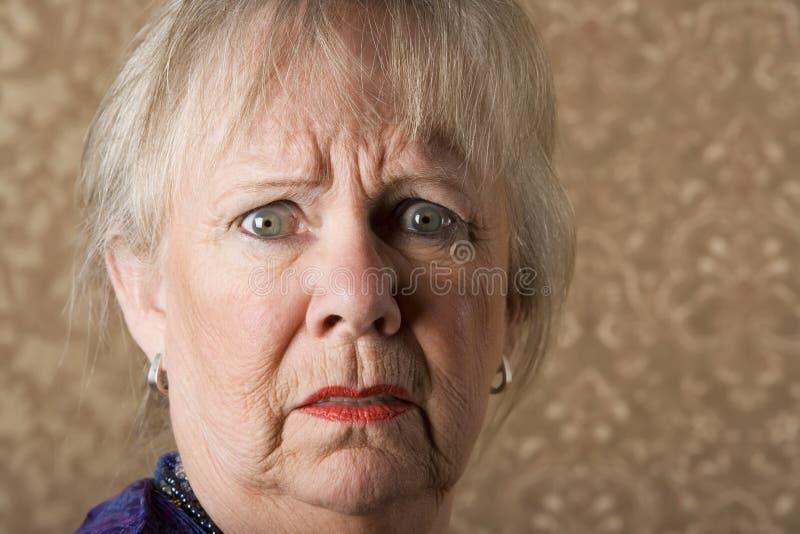 Mulher sênior horrorizada foto de stock royalty free