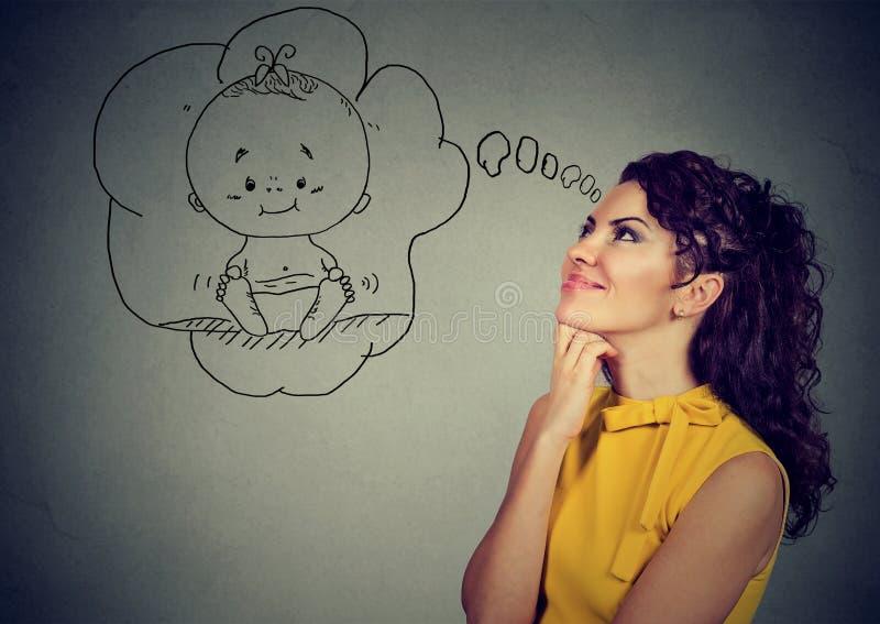 Mulher satisfeita que sonha de um bebê foto de stock royalty free