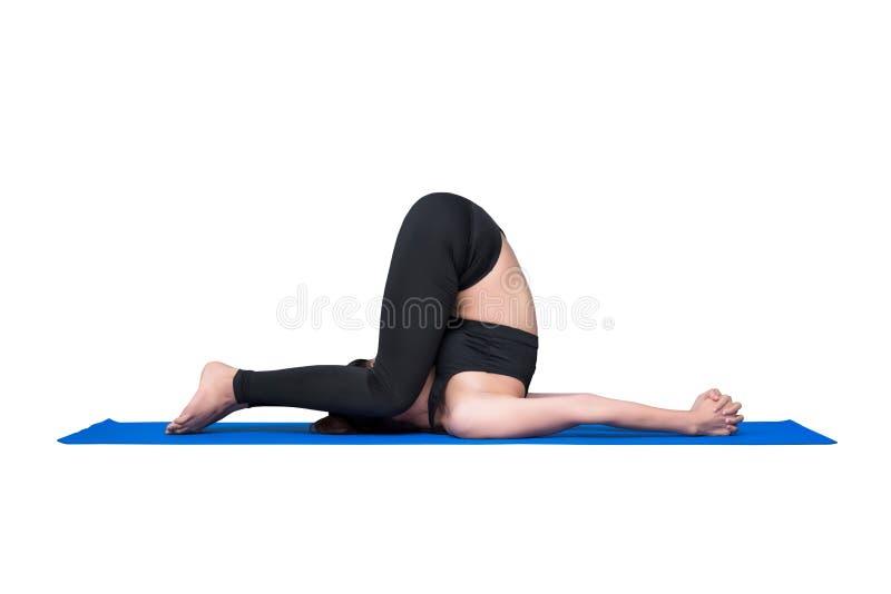 Mulher saudável que exercita a ioga isolada com trajeto de grampeamento fotos de stock