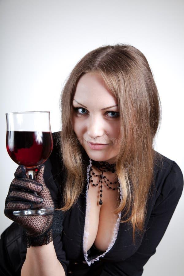 Mulher sensual com vidro do vinho fotografia de stock royalty free