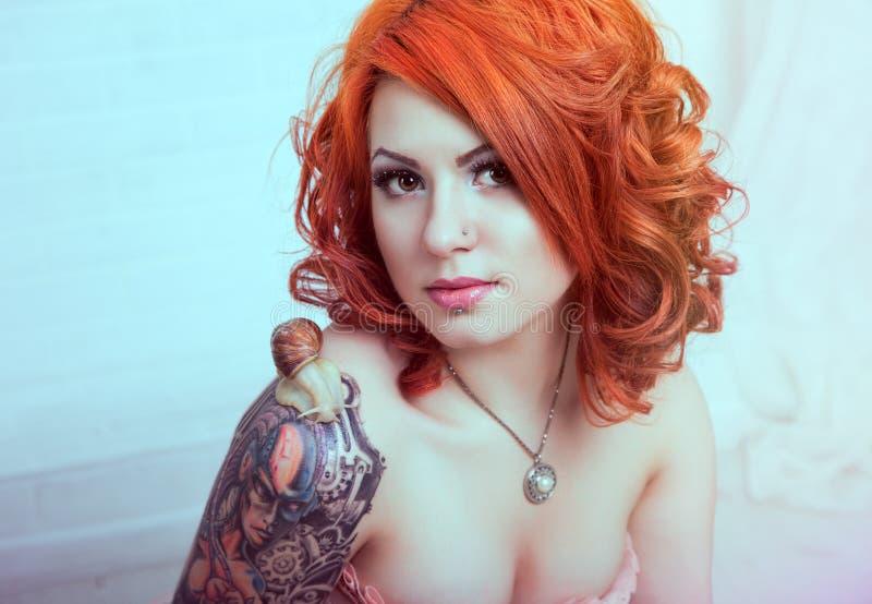 Mulher sensual do redhead foto de stock