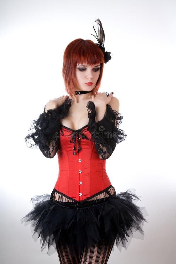 Mulher sensual no espartilho vermelho fotografia de stock