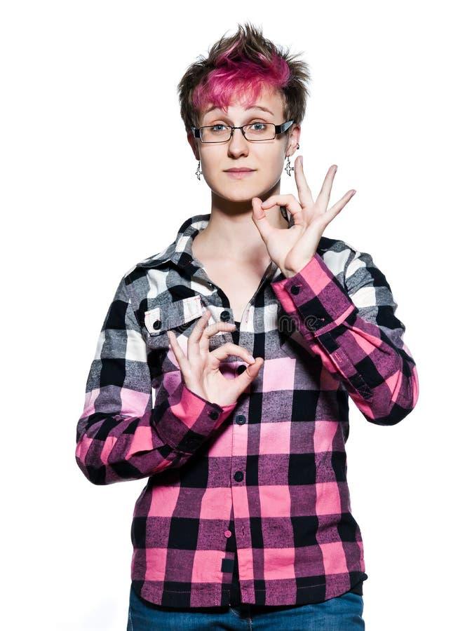 Mulher sereno que faz o sinal da aprovação do gesto de mão fotografia de stock