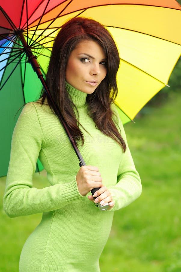 Mulher 'sexy' com guarda-chuva colorido imagens de stock royalty free