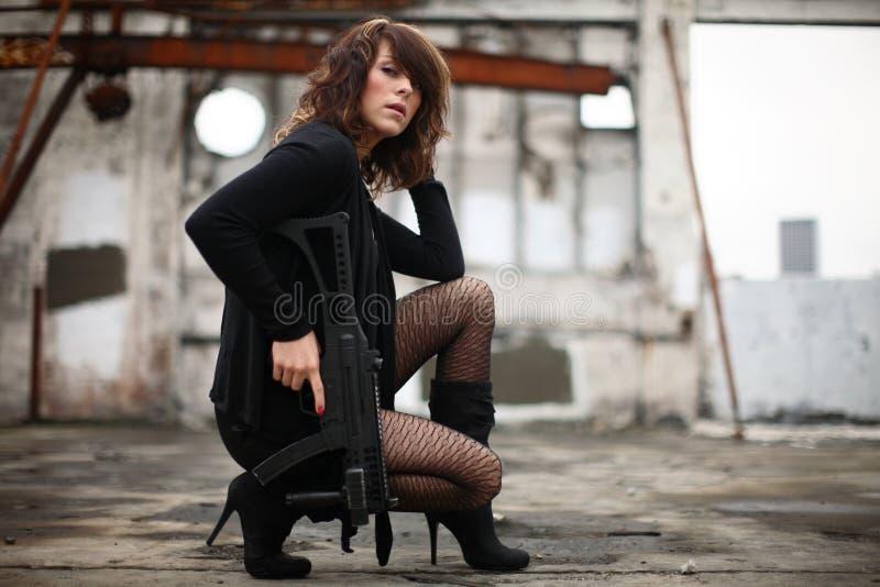 Mulher 'sexy' com injetor fotos de stock royalty free