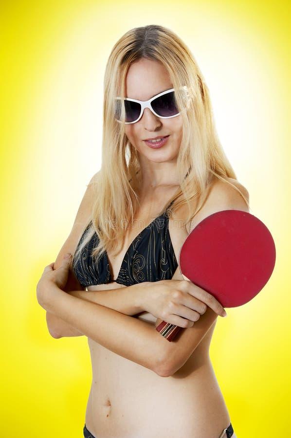 Mulher 'sexy' com a raquete de tênis da tabela imagem de stock royalty free