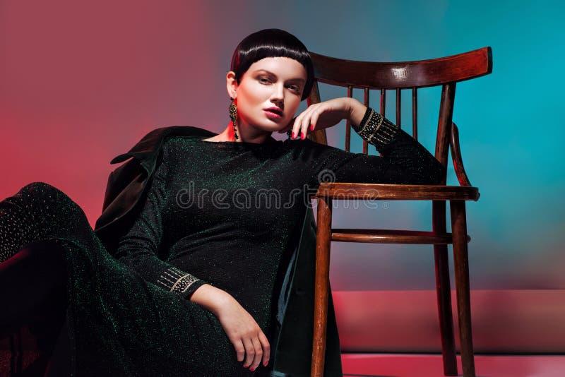 Mulher 'sexy' de Fashionl no vestido. Composição profissional imagens de stock