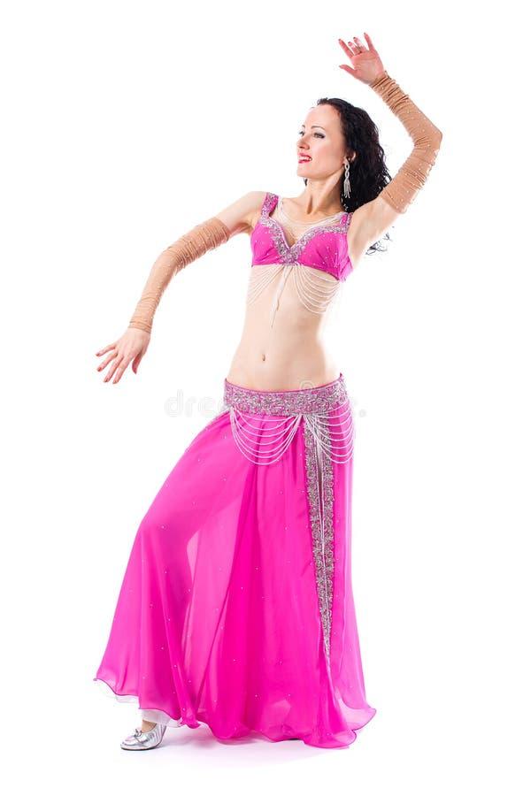 Mulher 'sexy' do bellydancer árabe no traje branco no fundo branco Modelo oriental da beleza no retrato do estúdio imagem de stock royalty free