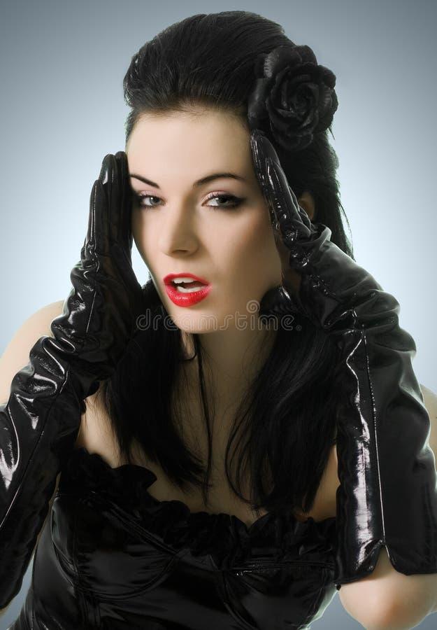 Mulher 'sexy' no espartilho e em luvas pretos foto de stock royalty free