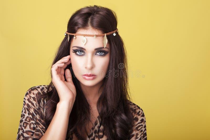 Mulher 'sexy' no headband foto de stock