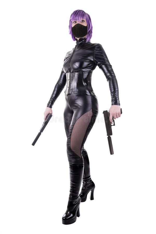 A mulher 'sexy' que guarda armas, apronta-se para lutar foto de stock