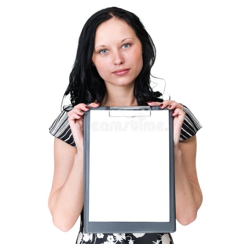 Mulher sonhadora nova que mostra o quadro indicador vazio sobre o branco fotos de stock