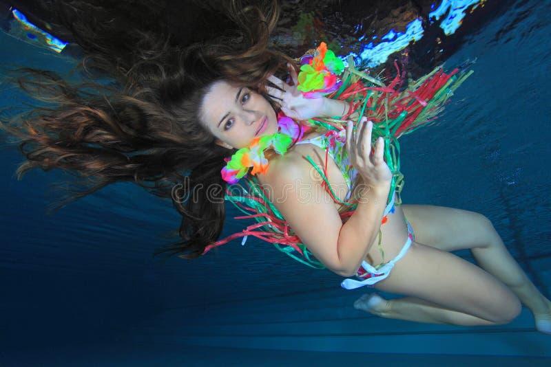 Mulher subaquática imagens de stock