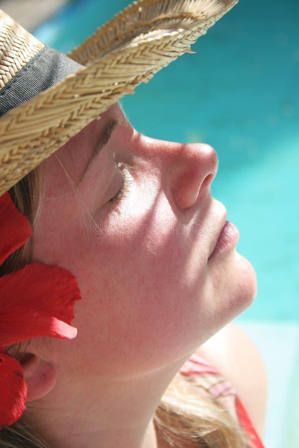 Mulher Sunbathing fotos de stock royalty free
