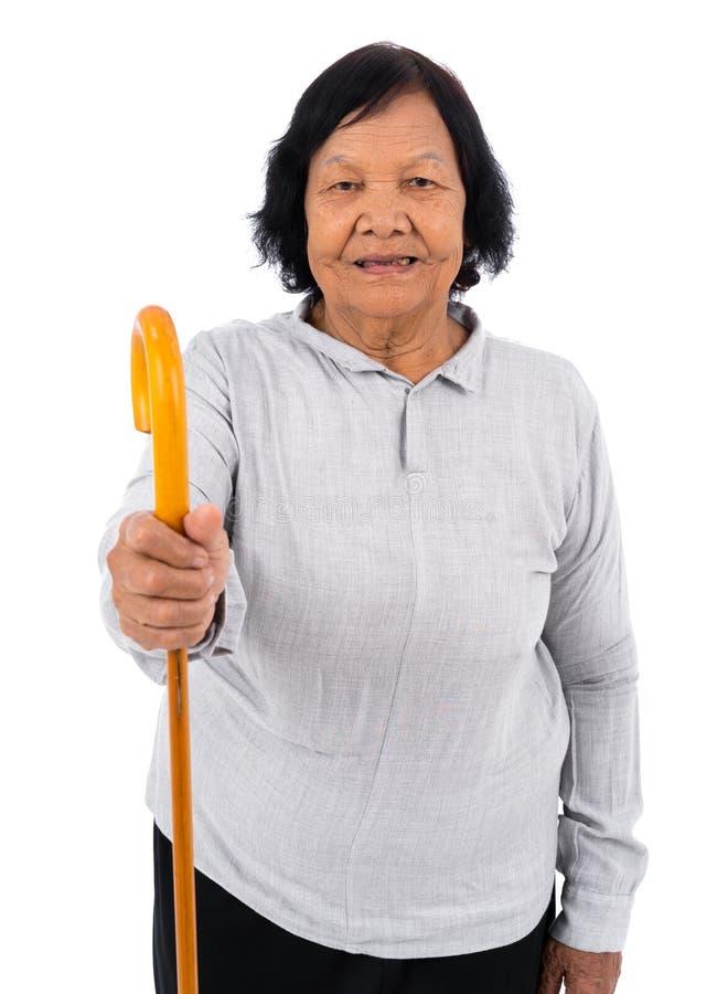 Mulher superior feliz com um bastão de passeio isolado no backgro branco fotos de stock royalty free