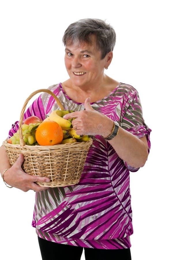 Mulher superior que apresenta o fruto imagens de stock