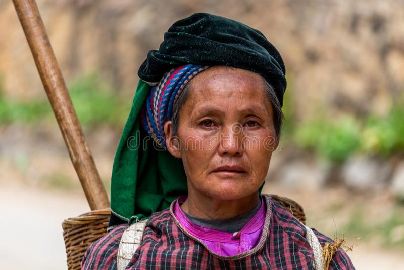 Mulher superior Vietname da minoria étnica imagem de stock royalty free